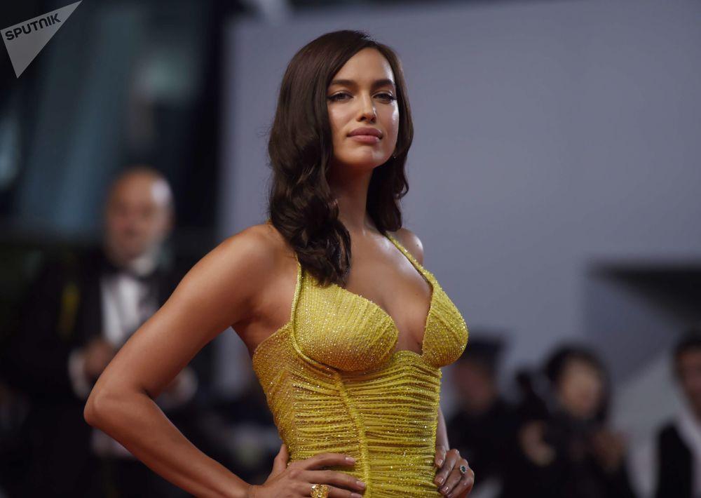 超模伊莉娜·莎伊克亮相第70届戛纳电影节,助阵电影《光》首映礼
