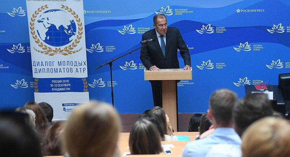 拉夫罗夫在东方经济论坛框架内举行的青年外交官对话