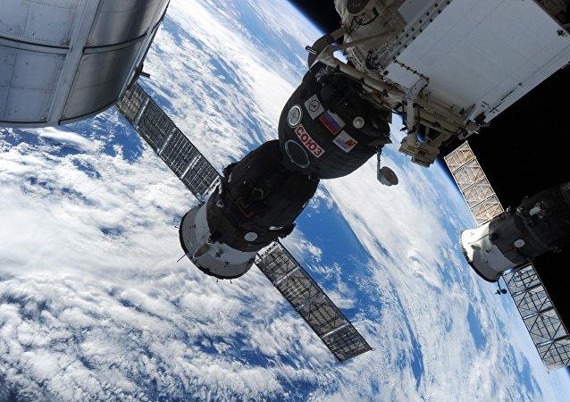 """俄副总理:美国宇航员在""""联盟""""号上钻孔的说法不可接受"""