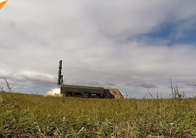 """在""""东方-2018""""演习中展示了""""伊斯坎德尔-M""""导弹系统"""