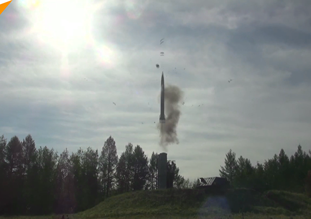 """俄军在""""东方-2018""""演习期间发射S-300和""""山毛榉""""导弹"""