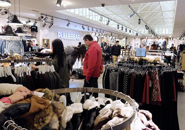 在西班牙商店内或因试衣开始收取费用