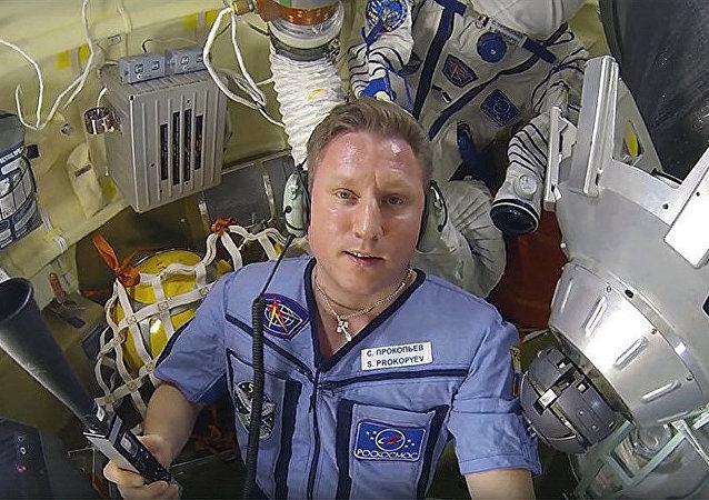 宇航员谢尔盖•普罗科皮耶夫在国际空间站