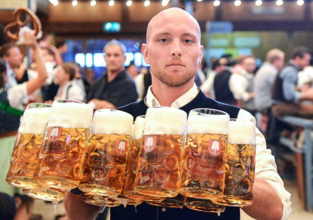 """柏林著名啤酒馆把默克尔列入""""黑名单"""""""