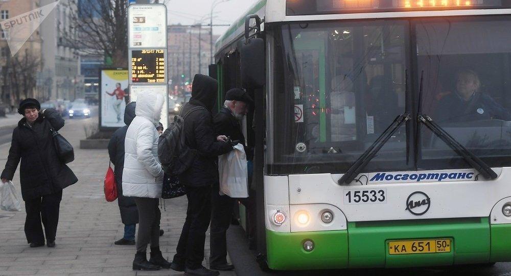 民调:过半俄罗斯人准备用电动滑板车取代公交车