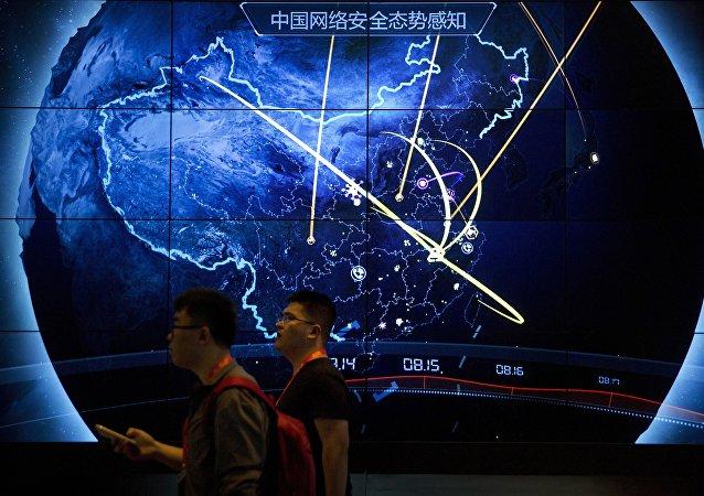 谷歌前负责人埃里克·施密特不久前在旧金山Village Global VC组织的闭门会议上发言时预言,下一个十年全球互联网将主要分成两大部分:美国和中国模式。