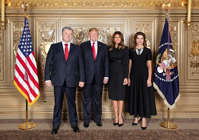 """专家:波罗申科与特朗普""""撞衫""""或为取悦后者"""