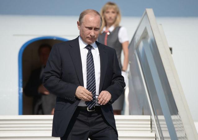 普京已抵达哈萨克斯坦进行为期两日的访问