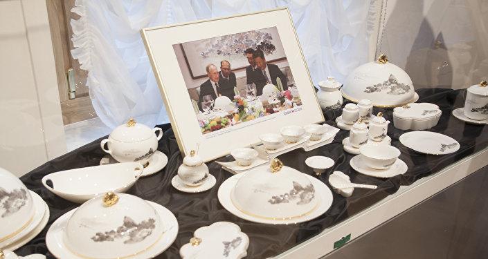 金砖厦门峰会晚宴餐具的复制品