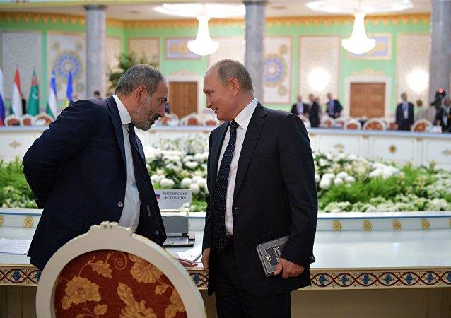 普京在杜尚别峰会上读普希金的《耶夫根尼•奥涅金》