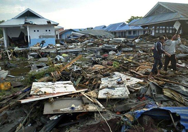 媒体:印尼地震和海啸死亡人数升至832人