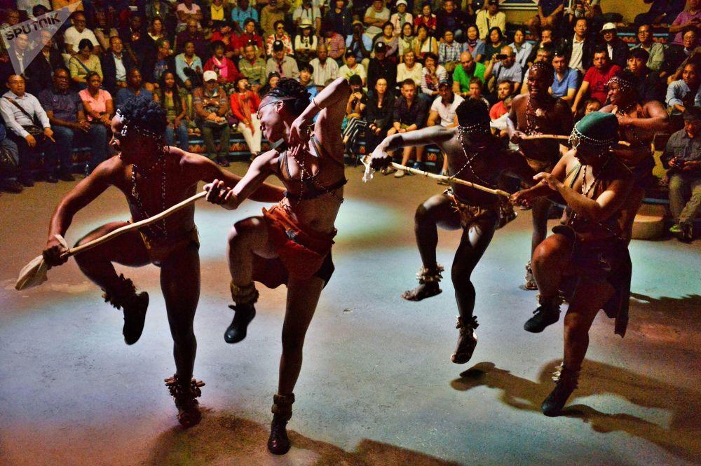 南非比勒陀利亚市附近民俗村的古南非民族舞蹈