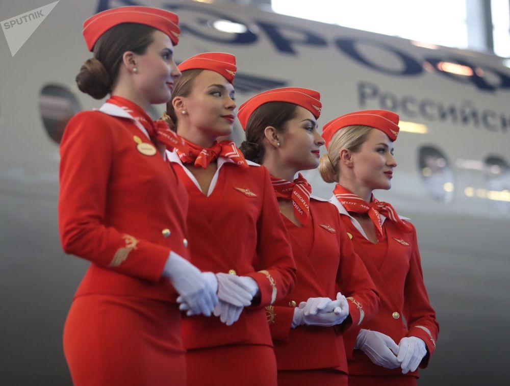 俄罗斯航空公司(Aeroflot)在莫斯科舍列梅季耶沃机场接收第50架苏霍伊超级喷气(100 Sukhoi Superjet 100)支线客机