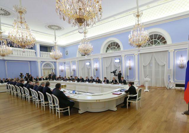 俄罗斯政府称不打算弃用美元