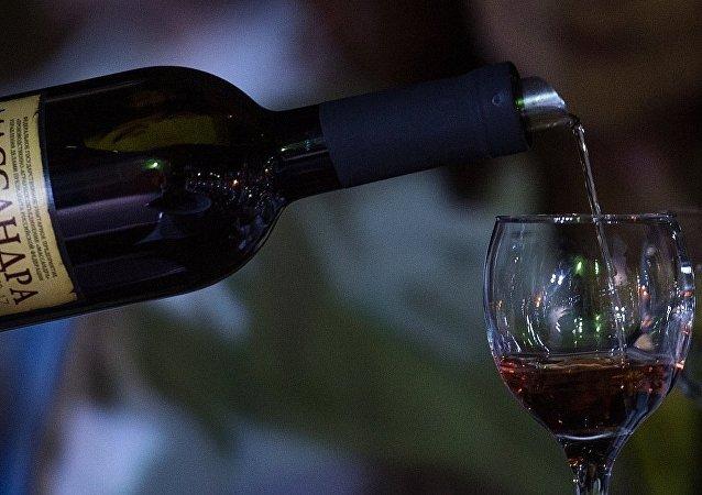 研究人员称喝葡萄酒可延寿