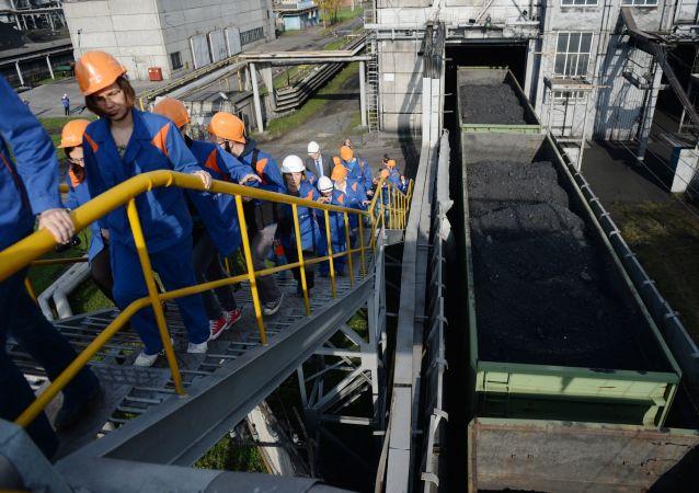 俄能源部预计将扩大对华供应煤炭