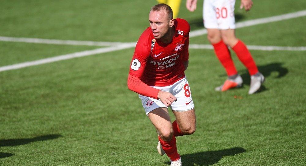 莫斯科斯巴达克足球队的中场队员丹尼斯·格卢沙科夫