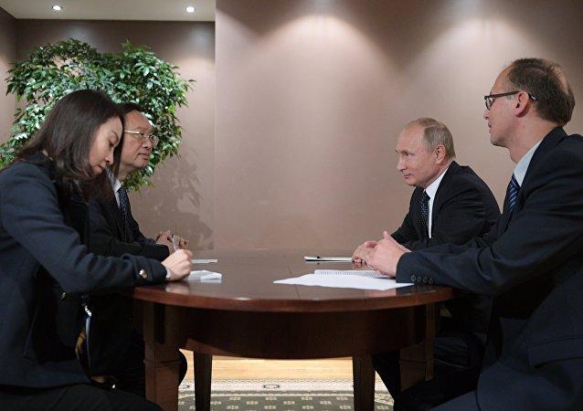 普京会见中共中央政治局委员杨洁篪