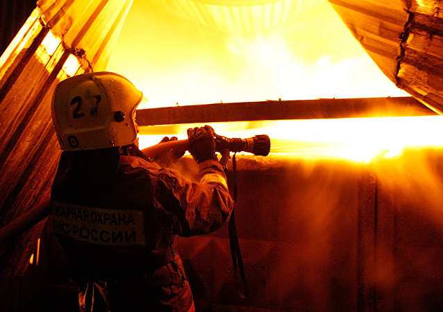 俄克拉斯诺亚尔斯克汽车配件仓库灭火过程中三名消防员失联