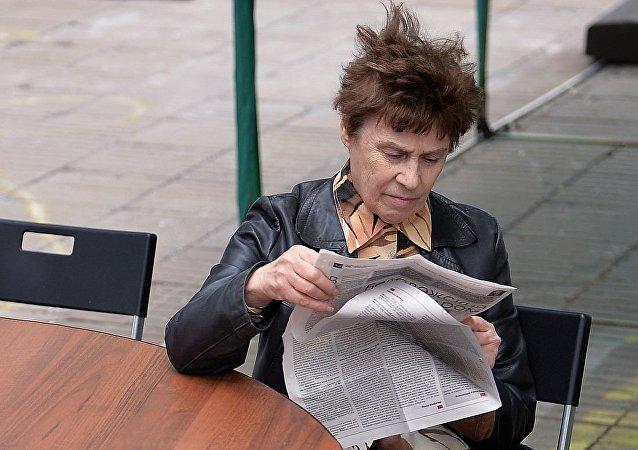 Посетитель IX Московского международного открытого книжного фестиваля