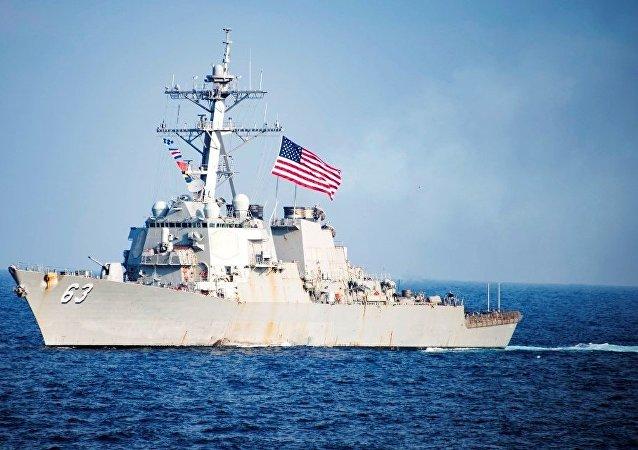 美国军舰在台湾海峡