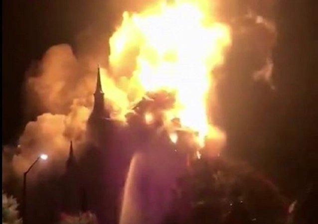 美国150年老教堂被雷劈后烧毁