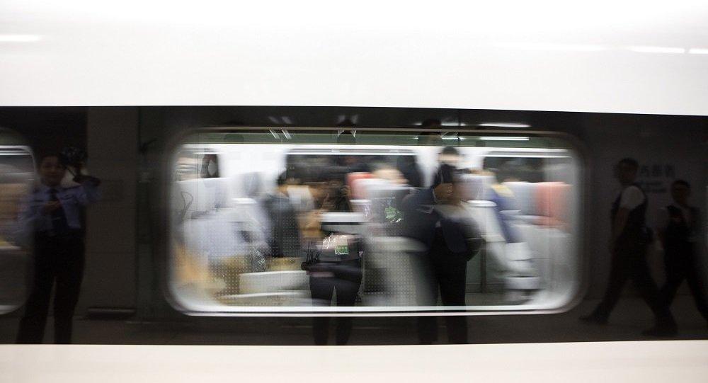 中国自主研发设计世界首台高温超导高速磁浮工程化样车下线