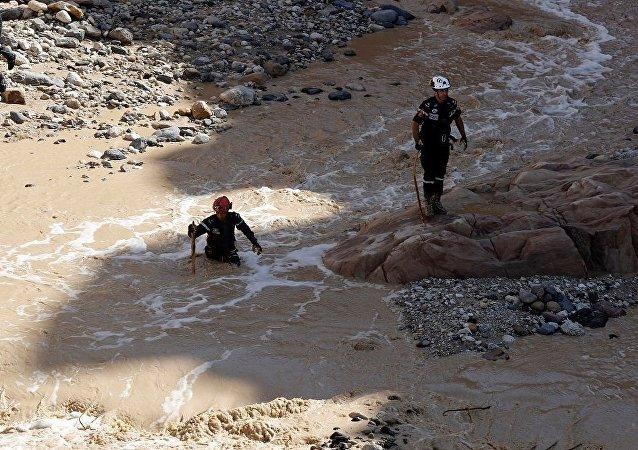 媒体:约旦结束在死海地区对泥石流失踪者的搜救行动
