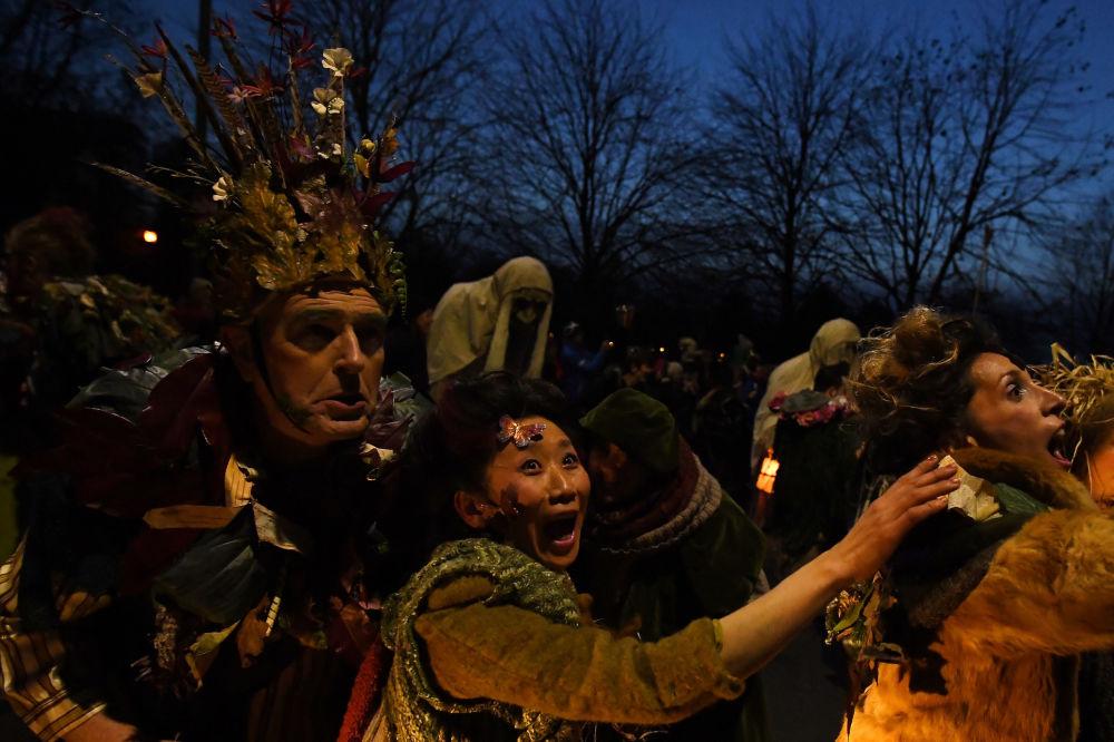 万圣节游行的主办方马克纳斯以不可思议的街头表演享誉全球,曾多次到都柏林、伦敦和美国表演。