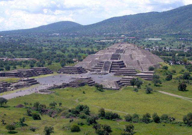 考古学家解释中美洲金字塔来源