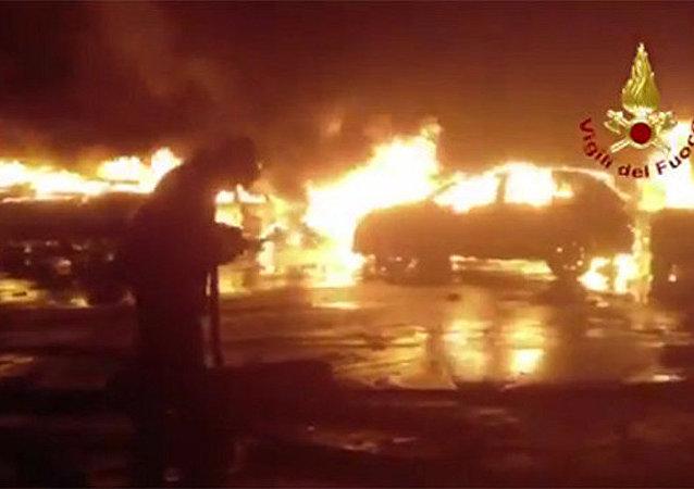 意大利萨沃纳港的大火
