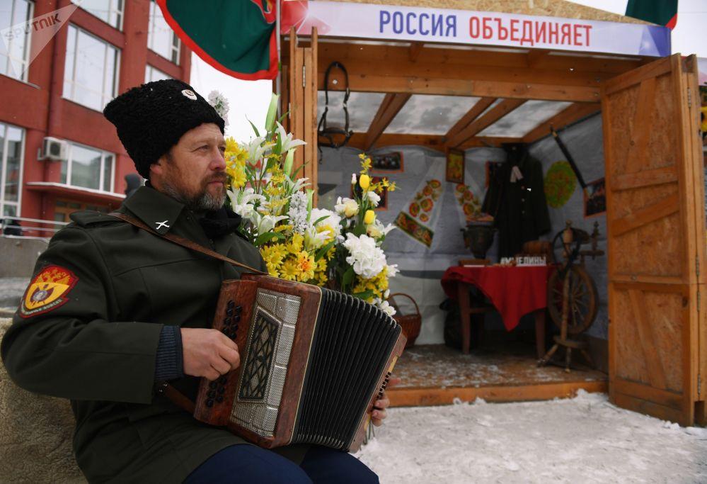 新西伯利亚列宁广场上为庆祝俄罗斯人民团结日而举行的民族文化节