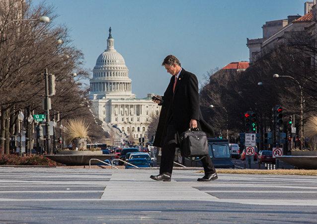 美参议院停止预算案讨论 部分政府机构将于午夜关门