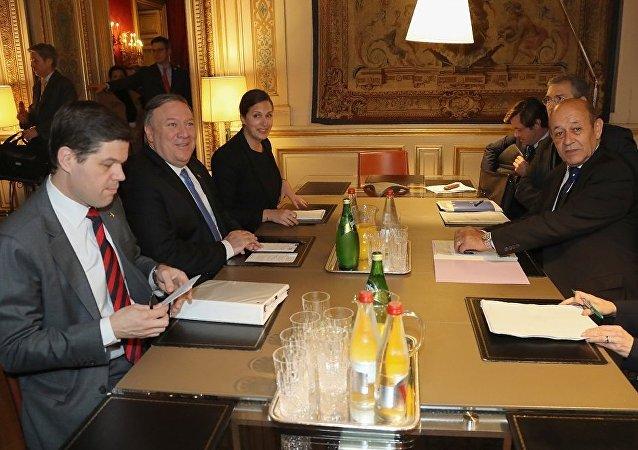 美国务卿与法外长在巴黎讨论北约、伊朗、朝鲜和叙利亚问题