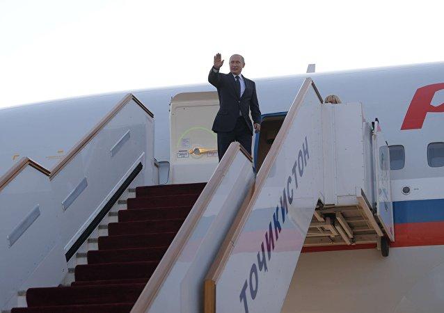 普京抵达伊斯坦布尔