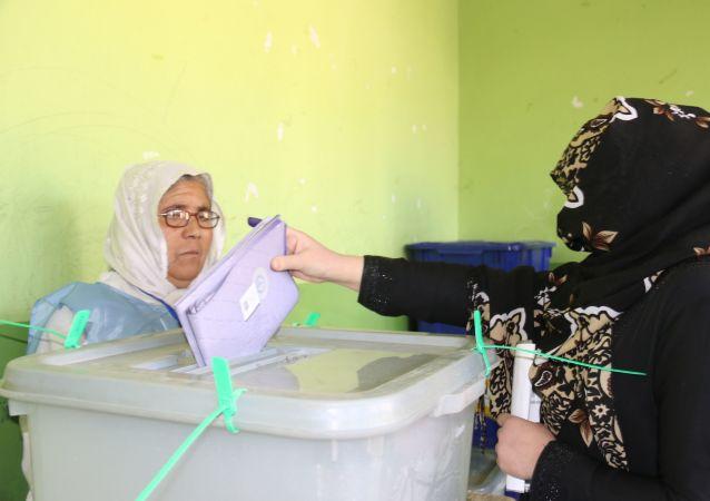 阿富汗投票点在周六总统选举日早晨开放