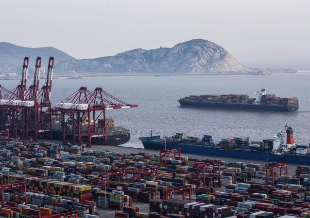 俄东方装卸公司开启与亚洲港口间海上定期新航线