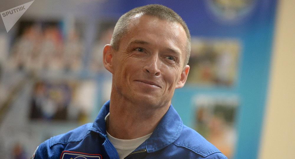 """普京授予宇航员谢尔盖·雷日科夫""""俄罗斯英雄""""称号"""