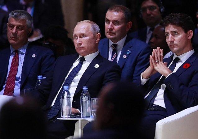 科索沃领导人萨奇(左一)和俄罗斯总统普京 (左二)在参与巴黎活动