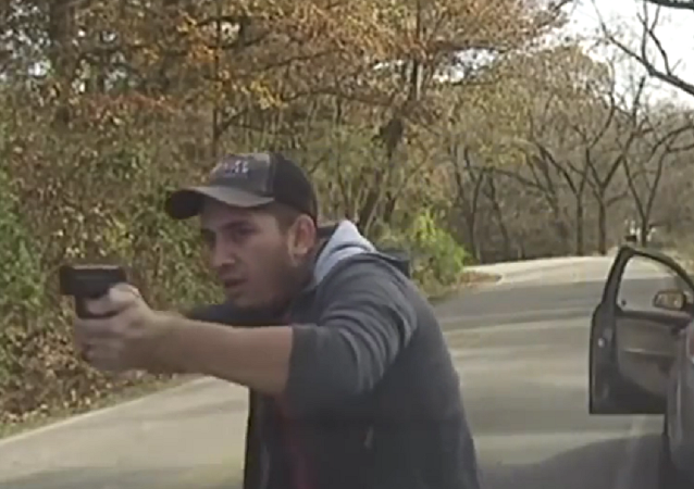 美国警察与誓死不投降的逃犯激战视频
