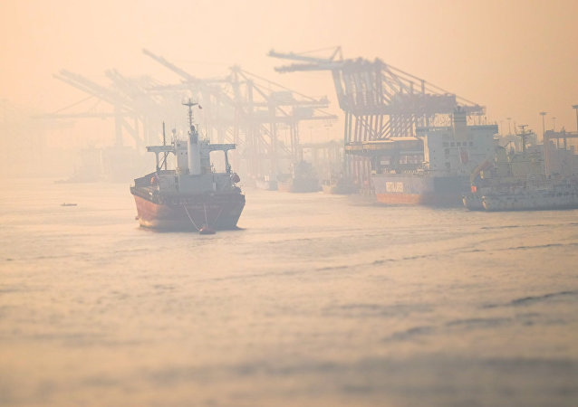 中国一货船在琼州海峡翻沉 10人遇险已搜获6人