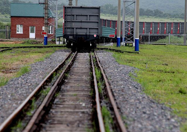 俄铁路集装箱运输公司经铁路对华输出俄铝产品比海路快近2倍