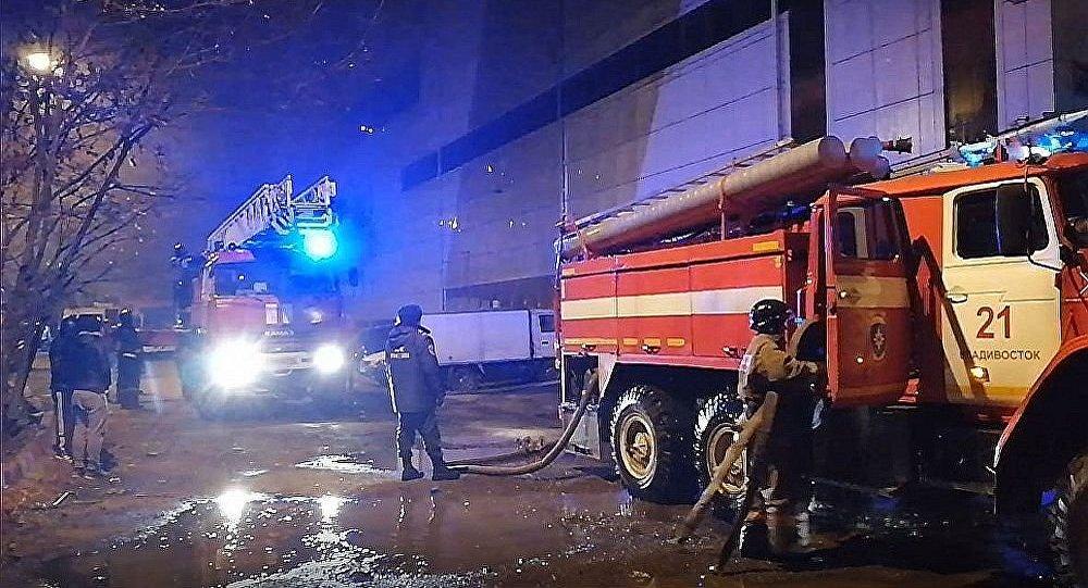 符拉迪沃斯托克Bum购物中心发生火灾