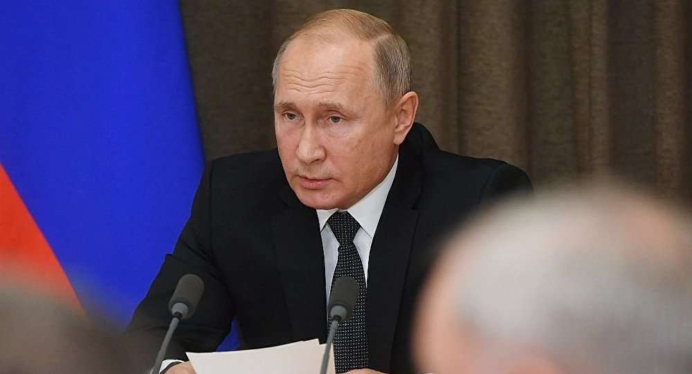 俄总统普京在军事问题会议上