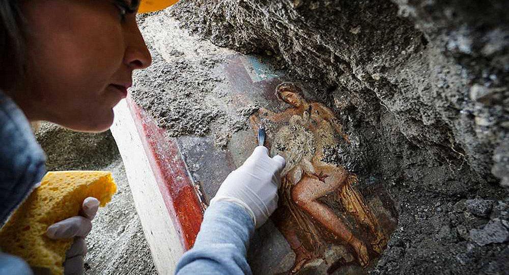 """庞贝古城遗址现""""丽达与天鹅"""" 壁画"""