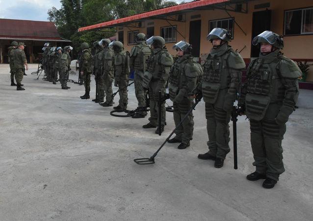 老挝国防部长感谢协助清除越战遗留炸弹的俄罗斯工兵
