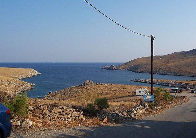 土耳其货船在希腊海岸附近着火