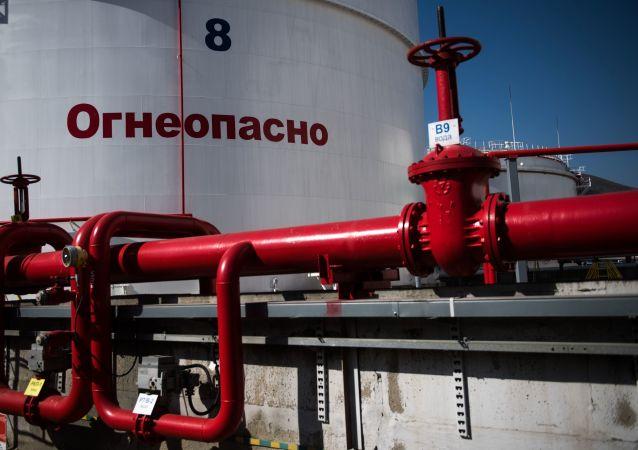 俄经发部预计油价将长期保持每桶50美元左右