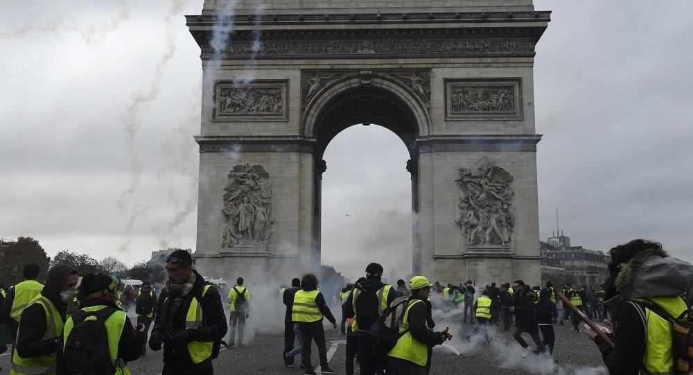 超350人在法国抗议期间被拘留