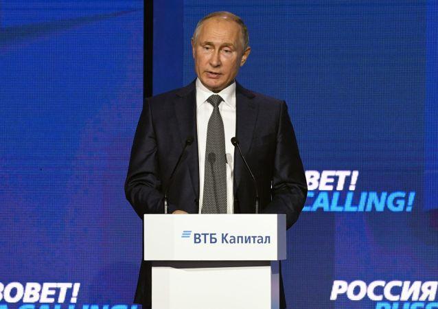 普京:俄罗斯是被迫减少使用美元的